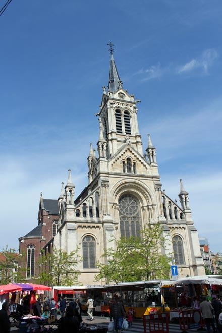Брюссель. Невозбранно торгуют у церкви