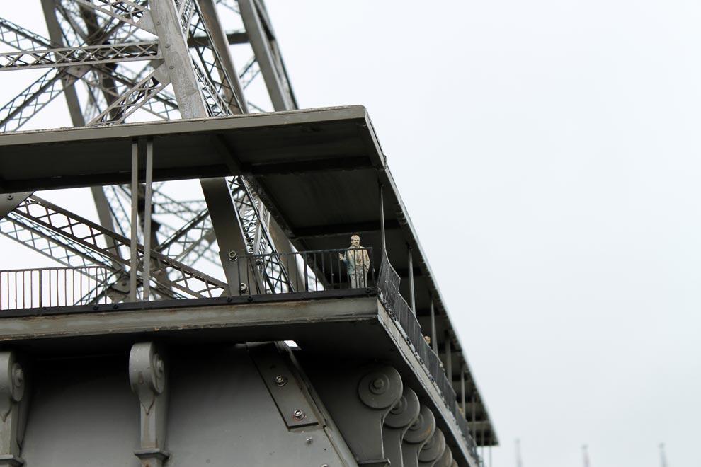 Брюссель. Парк Мини-Европа. Мелкий экспонат глядит с башни