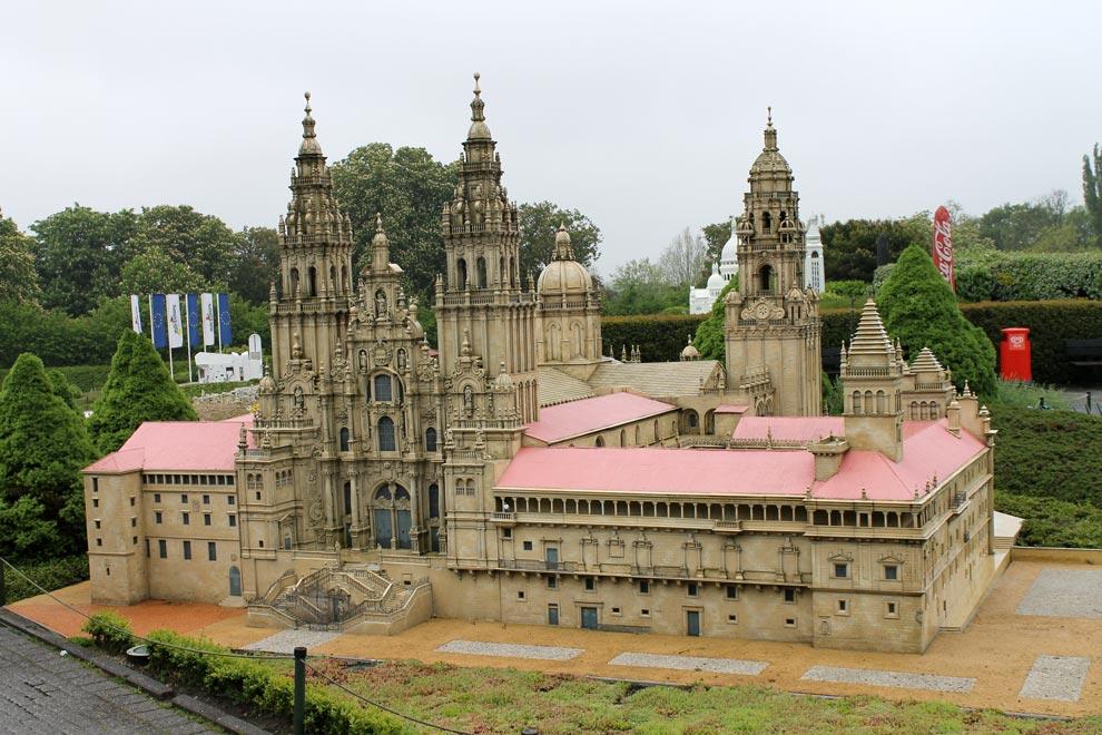 Брюссель. Парк Мини-Европа. Легендарный храм в Испании. Сантьяго де Компостела