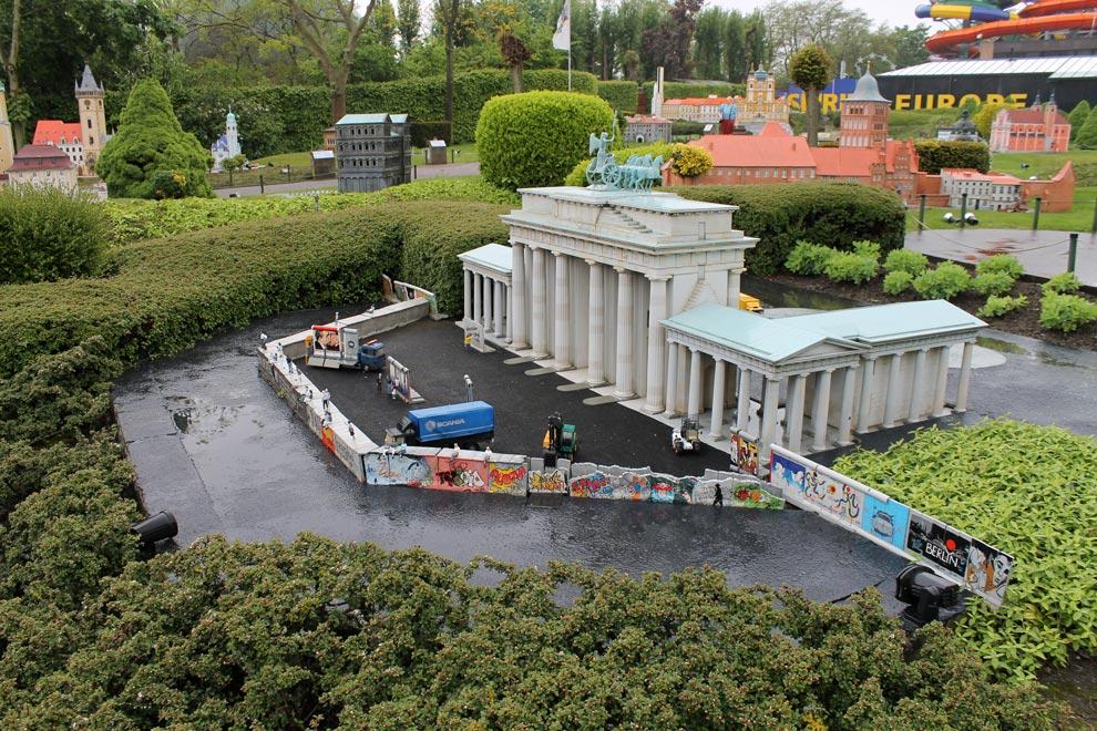 Брюссель. Парк Мини-Европа. Падение Берлинской стены
