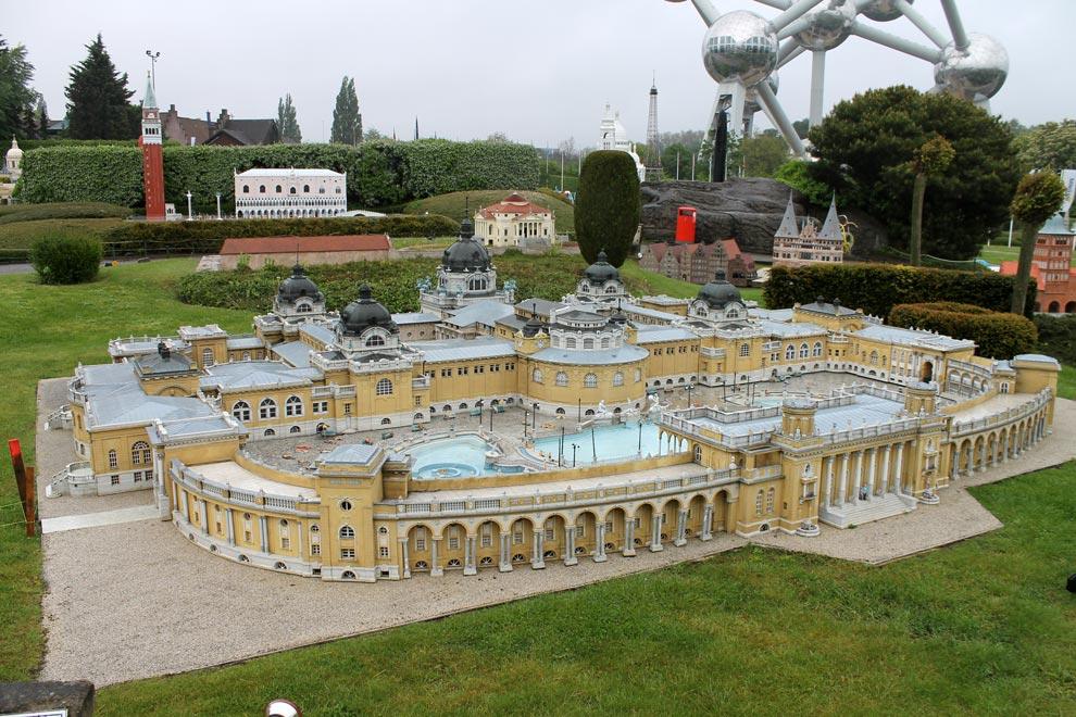 Брюссель. Парк Мини-Европа. Венгерские купальни