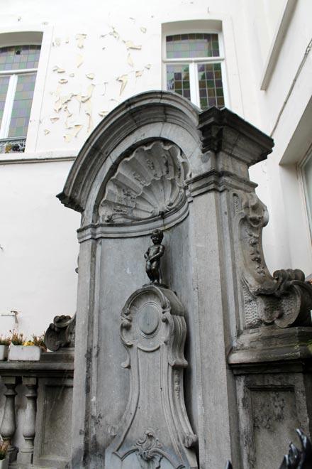 Брюссель. Писающий мальчик (Maneken Pis)