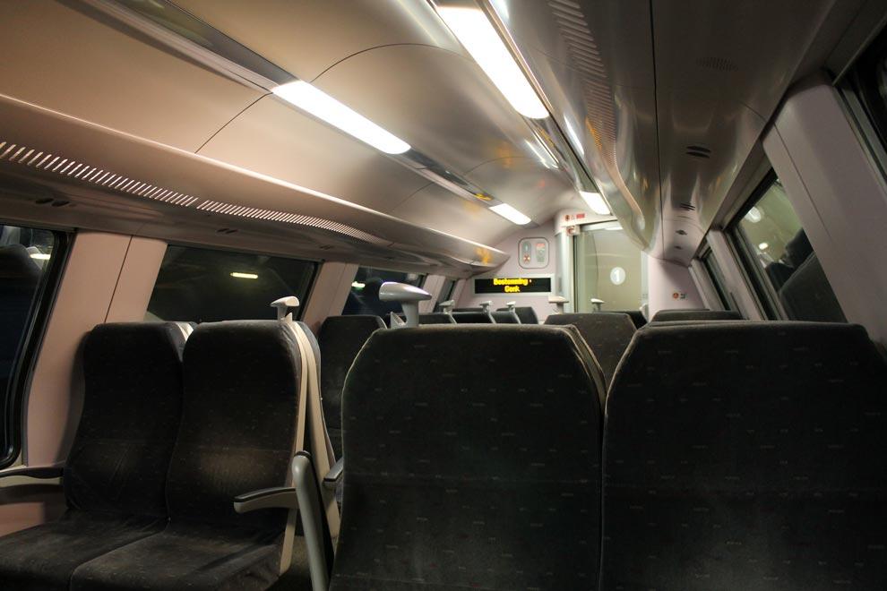 Гент. 2 этаж вечернего поезда до Брюсселя