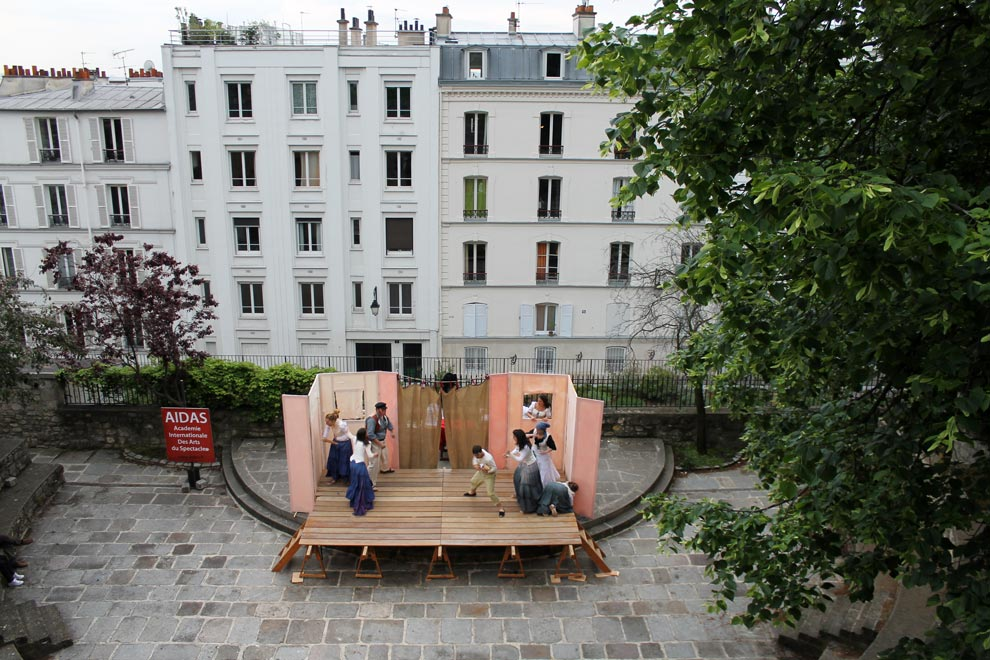 Париж. Монмартр. Уличный театр