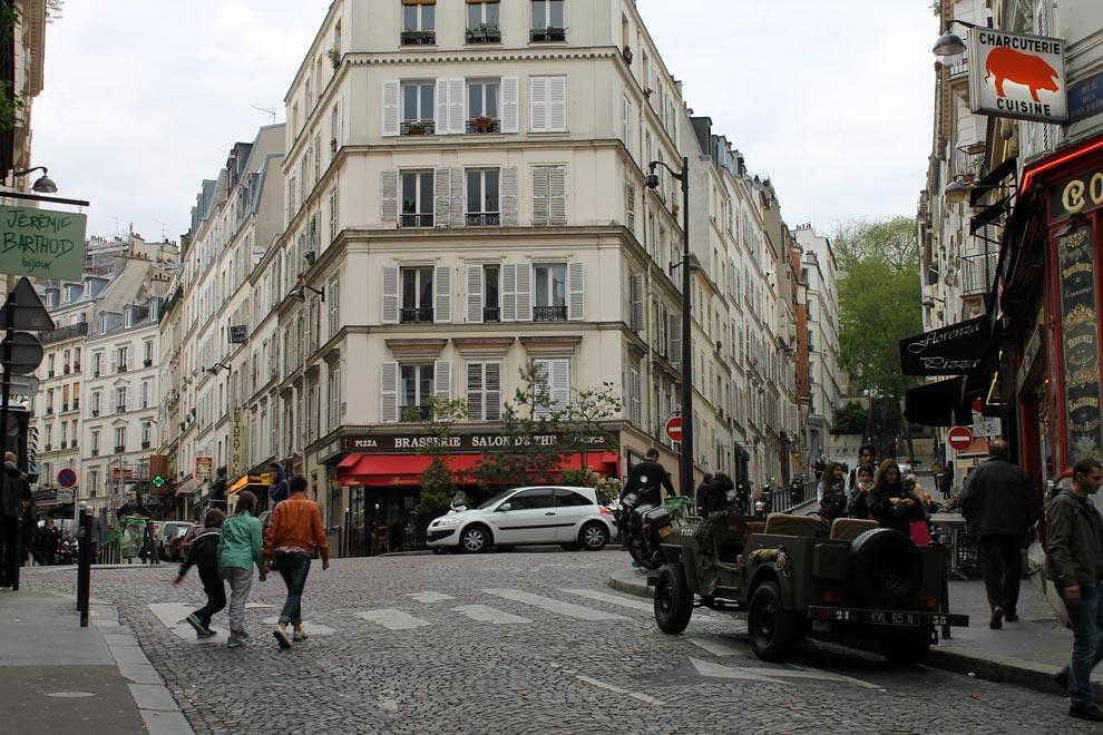 Париж. Подъем на холм Монмартр