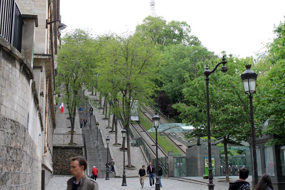 Париж. Монмартр. Лестница и фуникулер