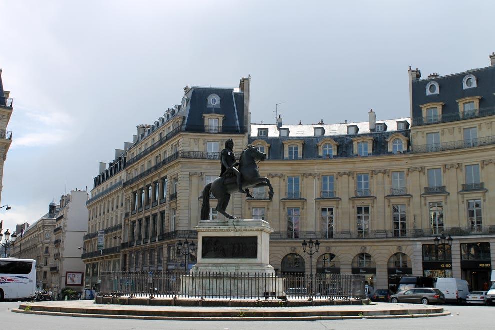 Париж. Памятник Людовику XIV на площади Побед