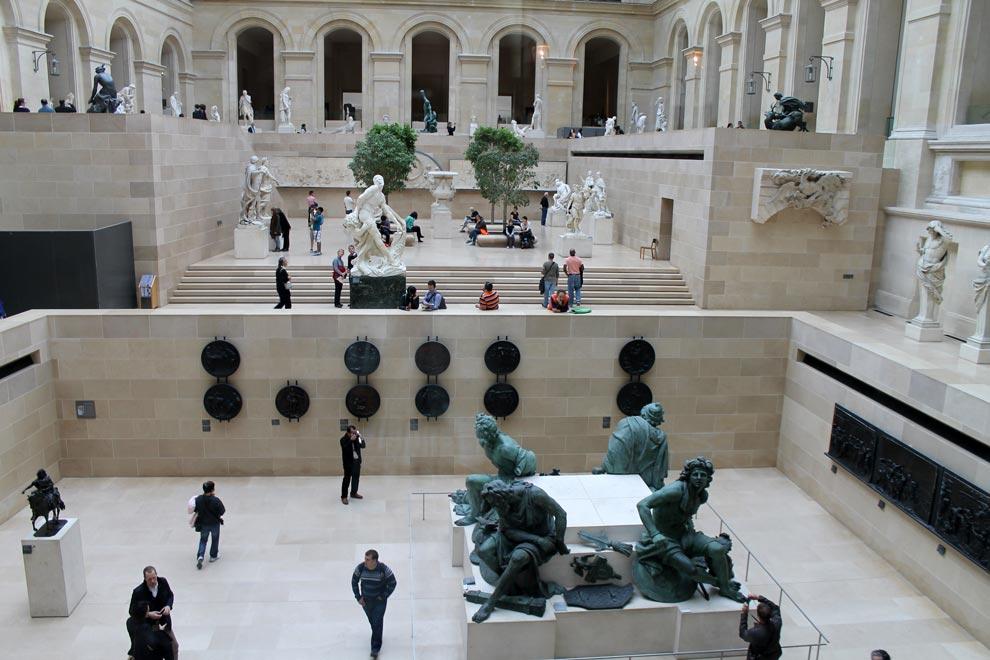 Париж. Лувр внутри