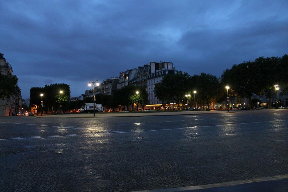 Париж. Площадь Вобан вечером