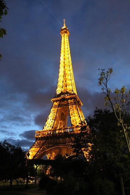 Париж. Эйфелева башня ночью