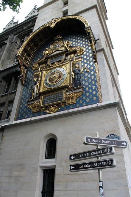 Париж. Часы на острове Сите