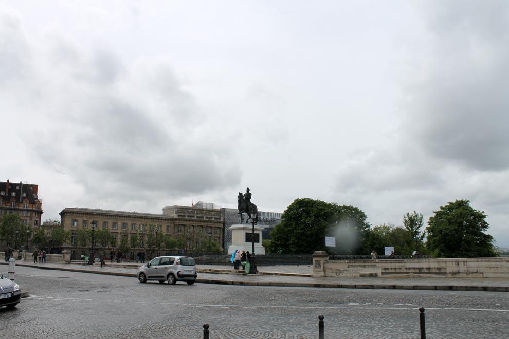 Париж. Памятник загадочному Анри IV