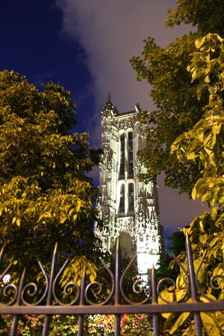 Париж. Партизанская фотка башни Сен-Жак