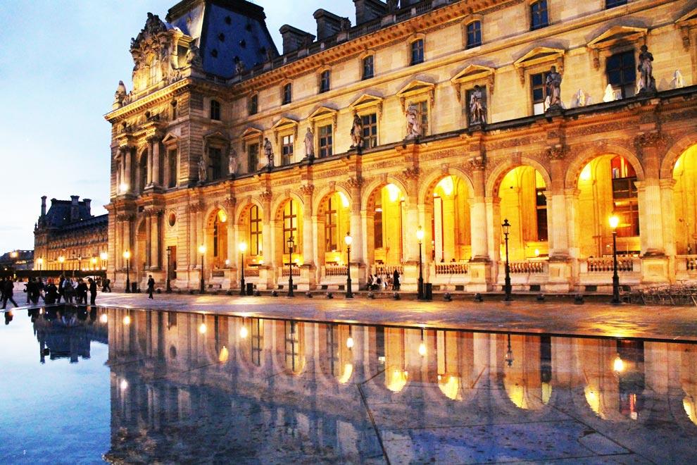 Париж. Вечерний Лувр