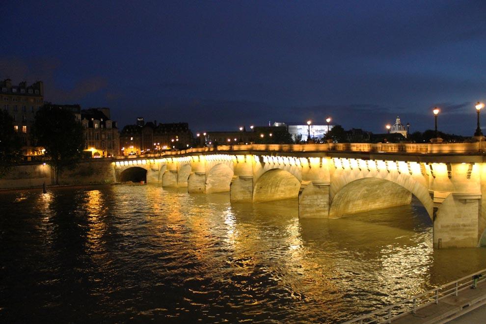 Париж. Вечерний мост