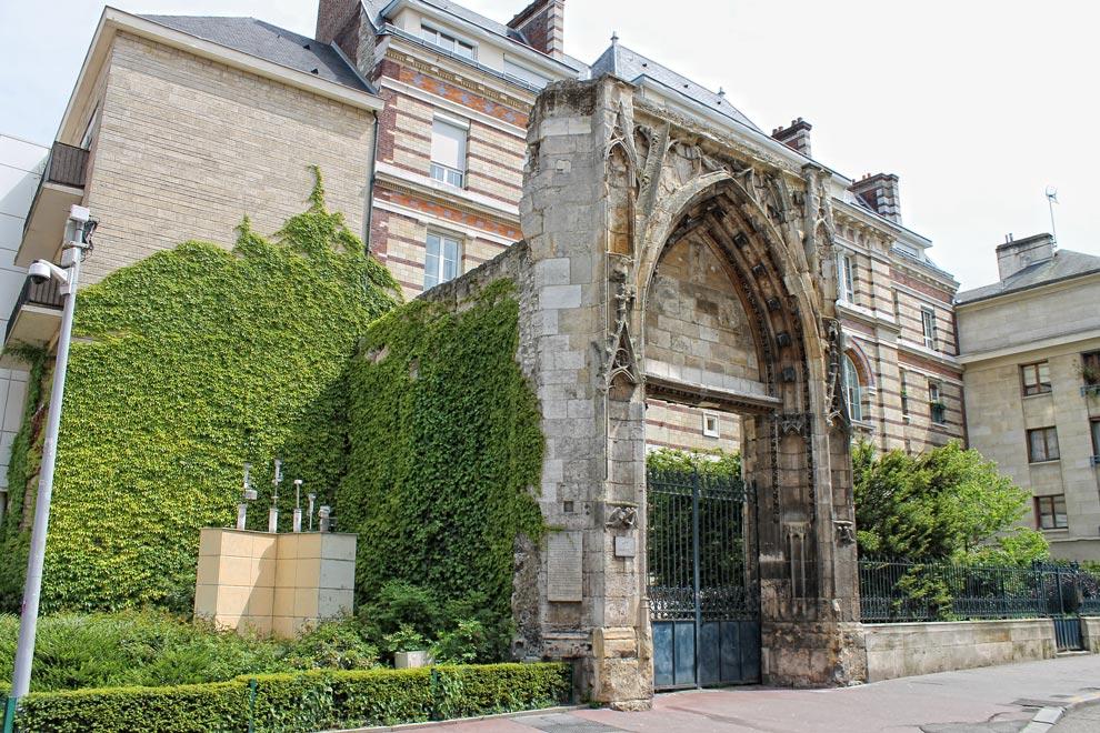 Арка за Дворцом Правосудия в Руане