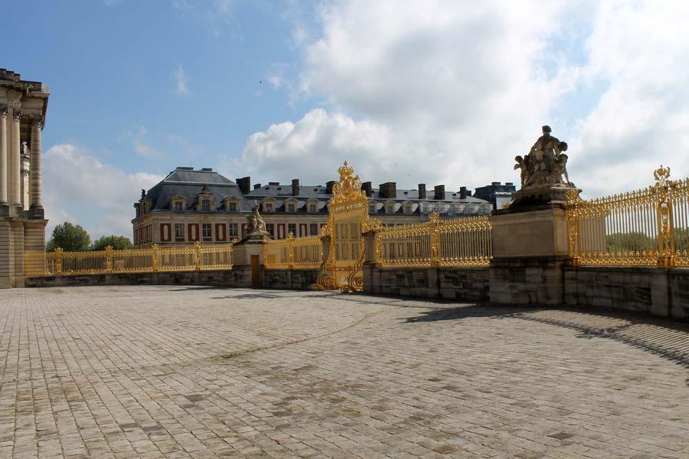 За забором Версаля
