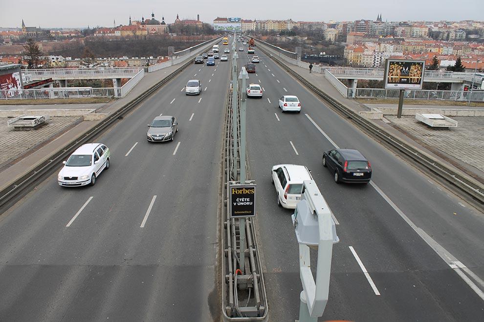 Прага. Мост над метро