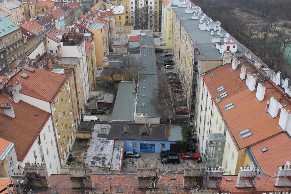 Прага. Вид с Нусельского моста на внутренние пражские дворики