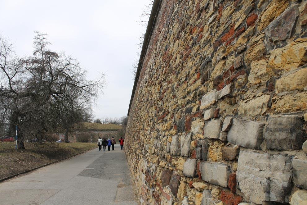 Прага. Крепостная стена Вышеграда