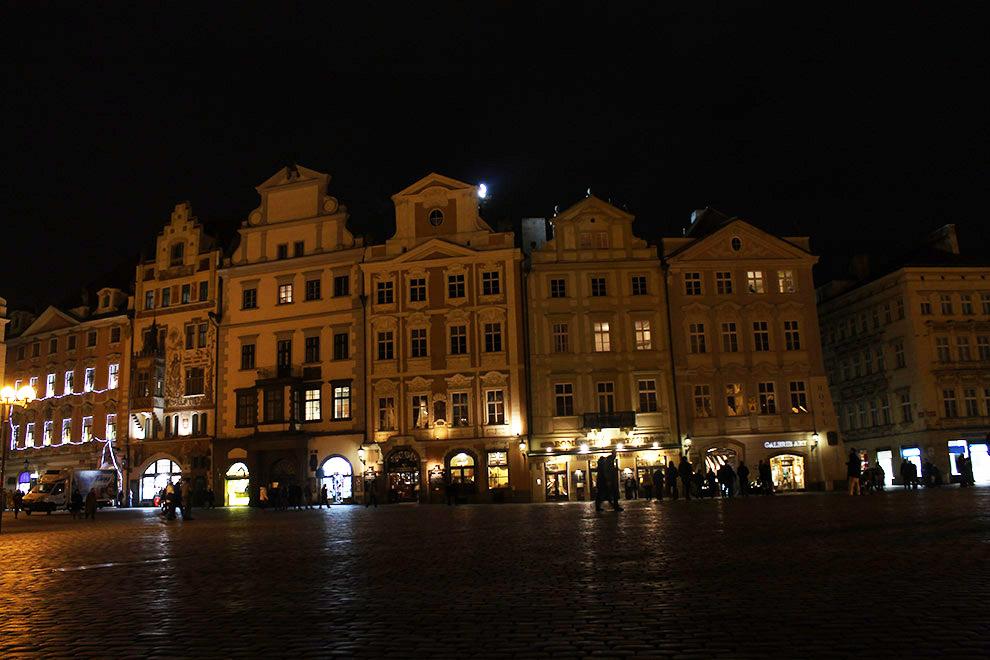 Прага. Домики в темени