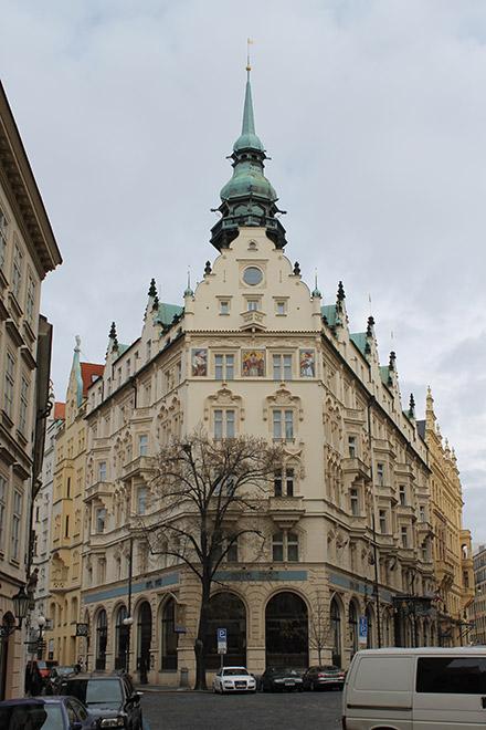 Прага. Угловатый дом