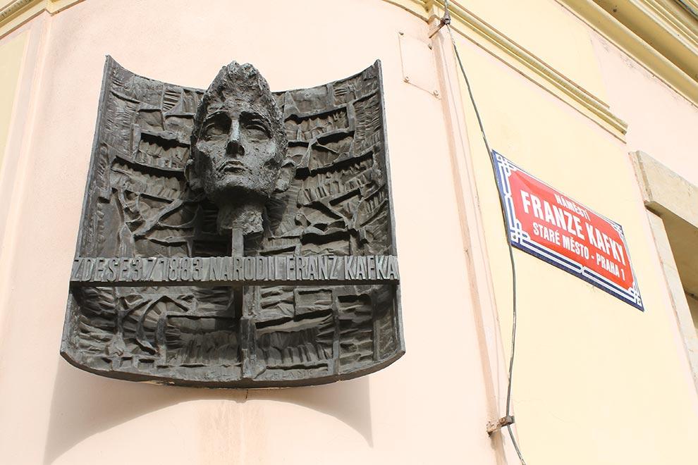 Прага. На площади Франца Кафки