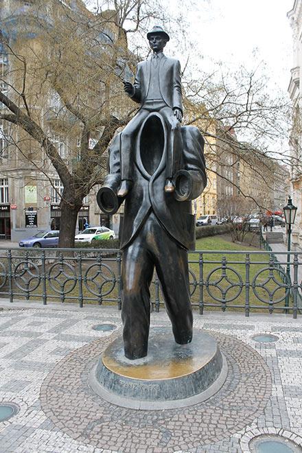 Прага. Памятник Францу Кафке