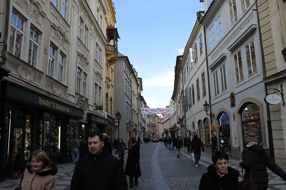 Прага. Улица Celetna и фотогеничные чехи