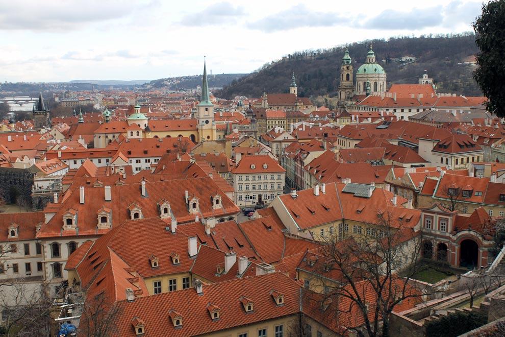 Прага. Знаменитые черепичные крыши