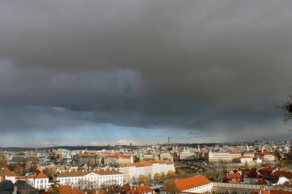 Прага. Небо негодует