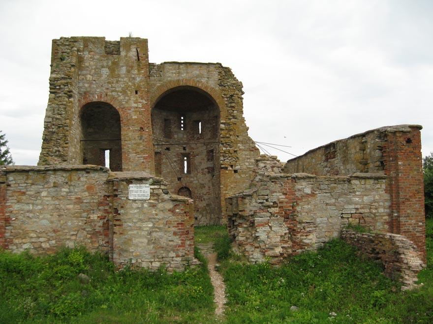 Россия. Остатки церкви Благовещения на Рюриковом городище