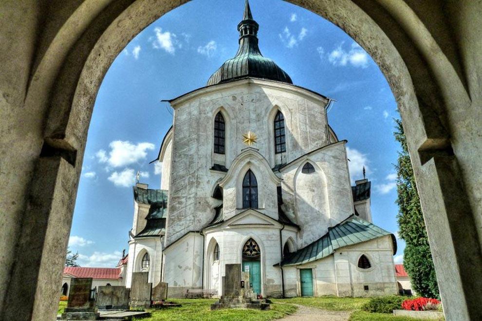 Чехия. Церковь Святого Яна Непомуцкого на Зеленой Горе