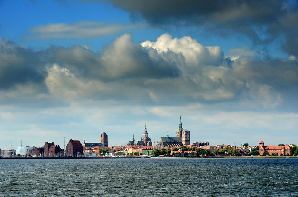 Вид на Штральзунд с воды. Германия