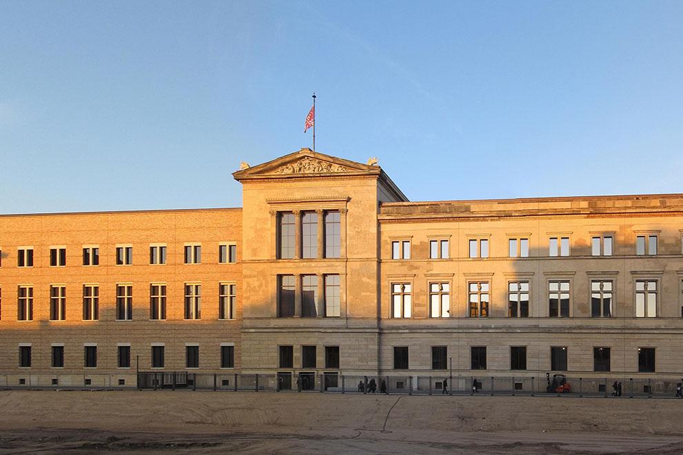 Новый Музей. Музейный остров в Берлине. Германия