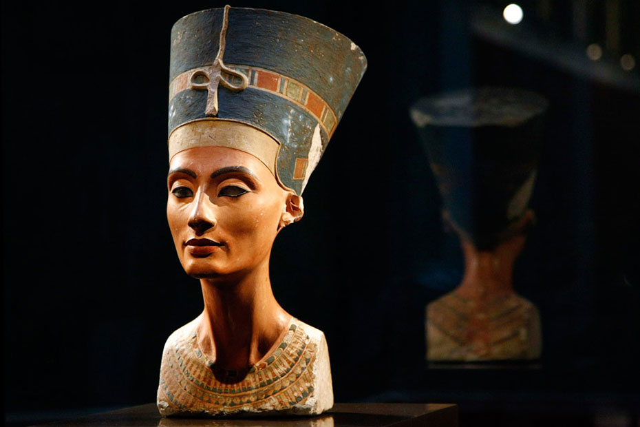 Бюст царицы Нефертити. Музейный остров в Берлине. Германия