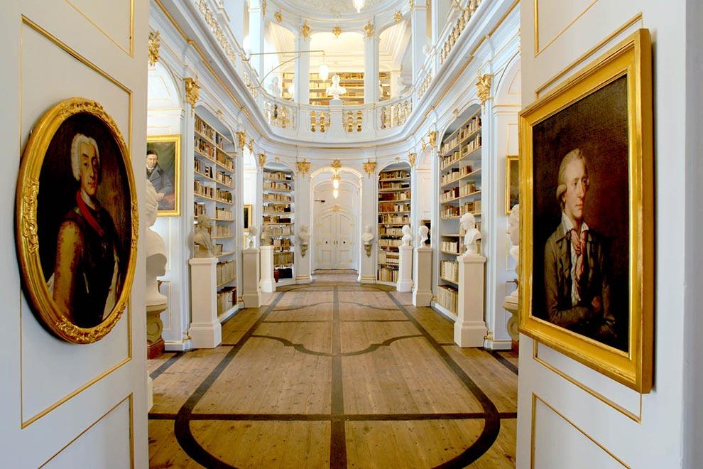 Библиотека Анны-Амалии в Веймаре. Вид изнутри. Германия