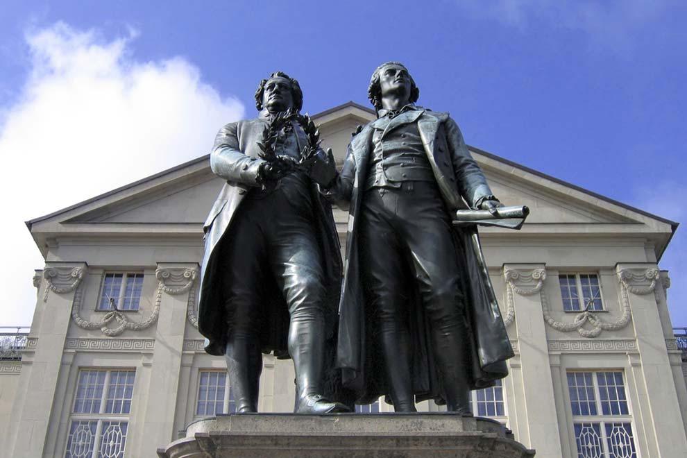 Памятник Гёте и Шиллеру в Веймаре. Германия