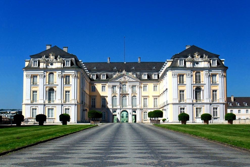 Дворец Аугустусбург в городе Брюль