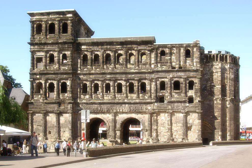 Порта Нигра в Трире