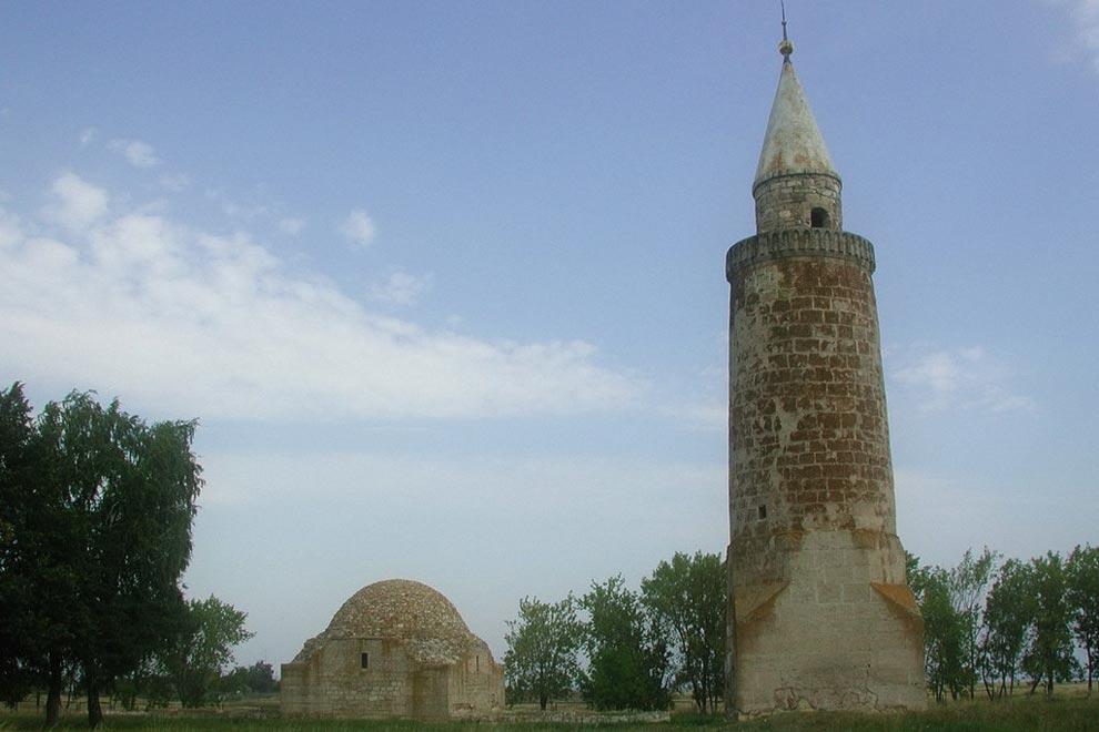 Малый минарет и Ханская усыпальница в Булгаре
